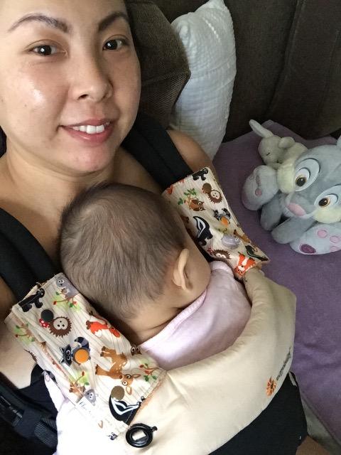 babywearing-ergobaby-nap-sofa-2015 - 1